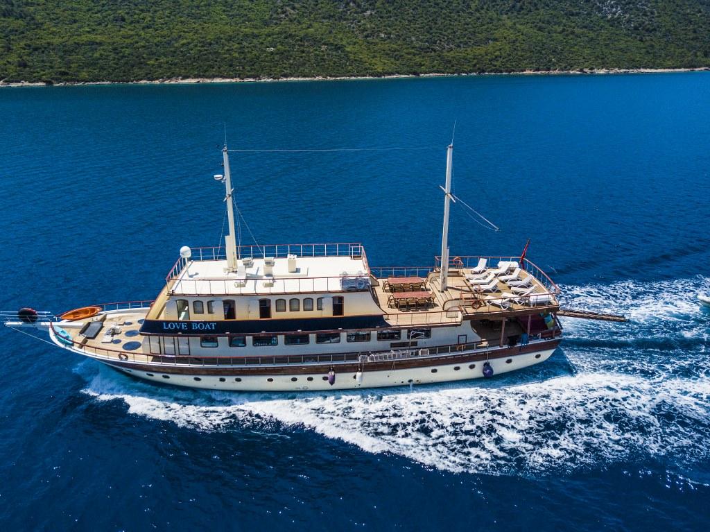 GuletLove Boat